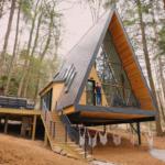 Дом «Шалаш» в лесу.